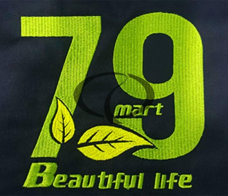 Mẫu thêu logo trên đồng phục tạp dề 79 mart