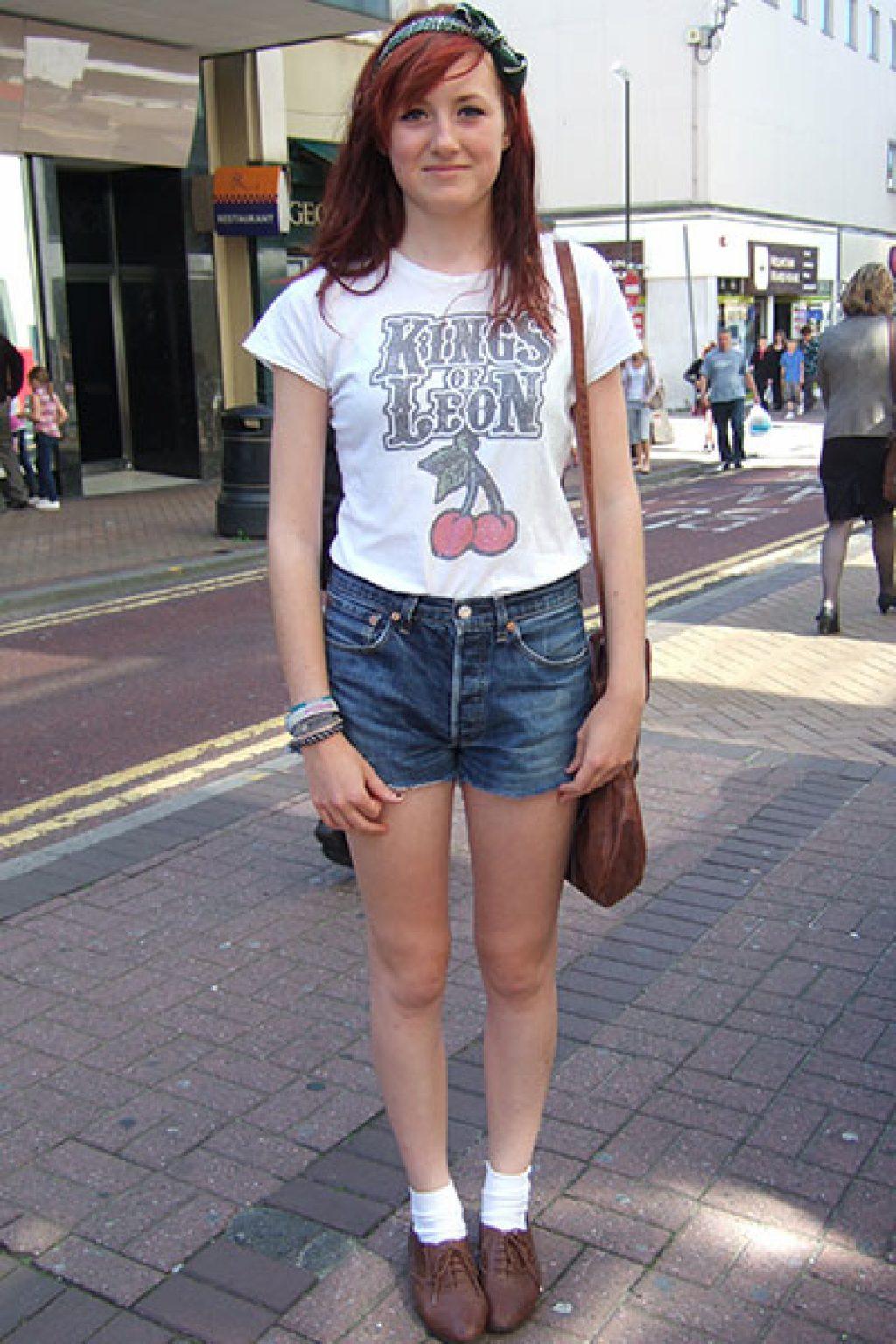 Các mix đồ áo thun với quần short jean