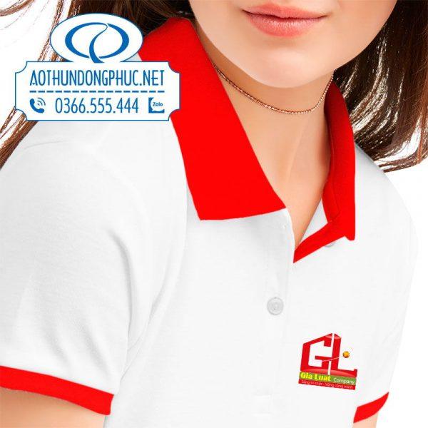 in logo lên áo đồng phục nữ nhân viên công ty Gia Luật