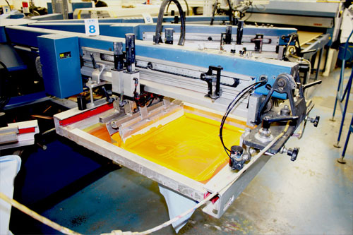 In lụa (printing screen) trên áo thun đồng phục